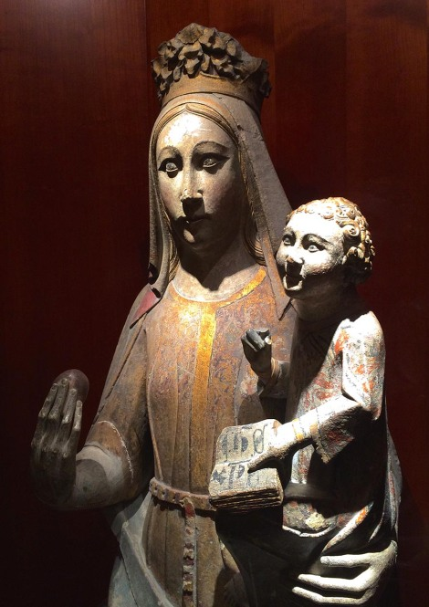 There was one whole gallery full of gothic Virgin Mary with Baby Jesus statues in wood and alabaster.